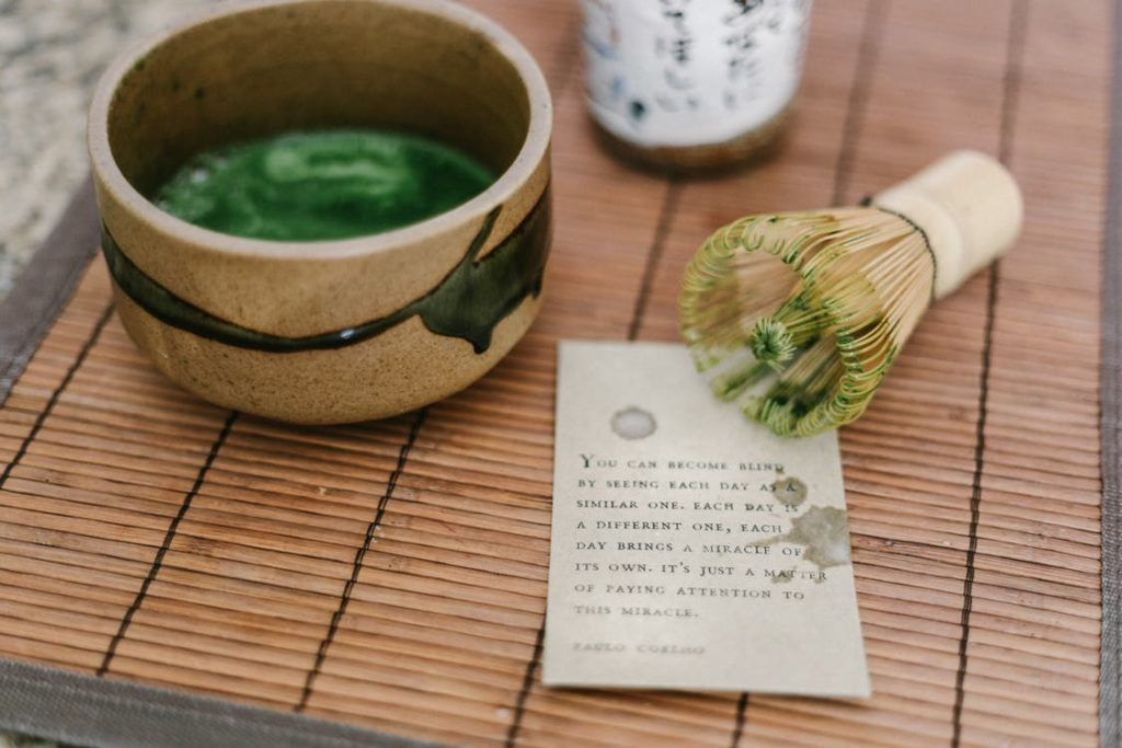 Kratom tea a brown bowl, to use for its antioxidant properties